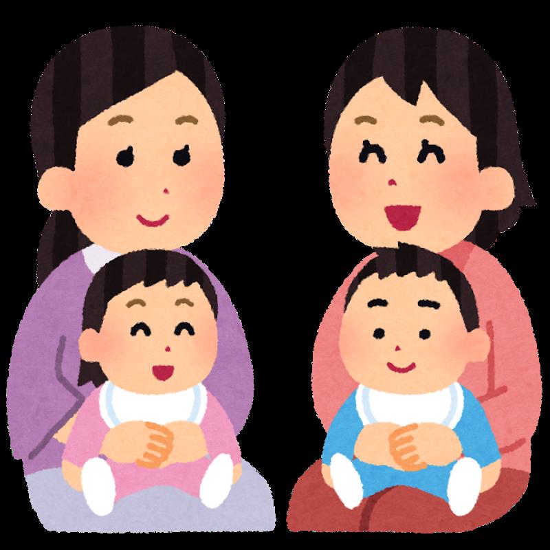 赤ちゃんを抱きかかえて話し合いをするママたち