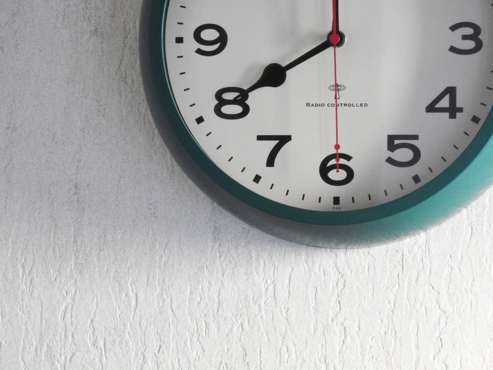 Live Fitのオンラインレッスンをする時間を告げる時計