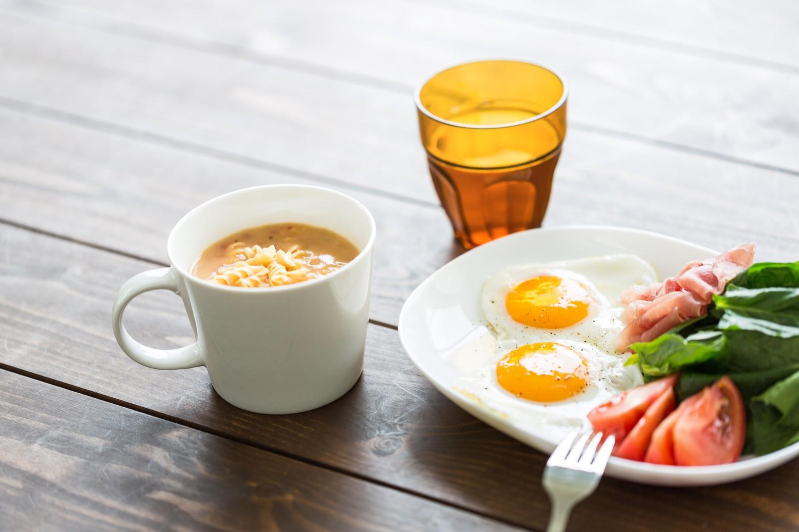 栄養バランスの取れた食事の画像