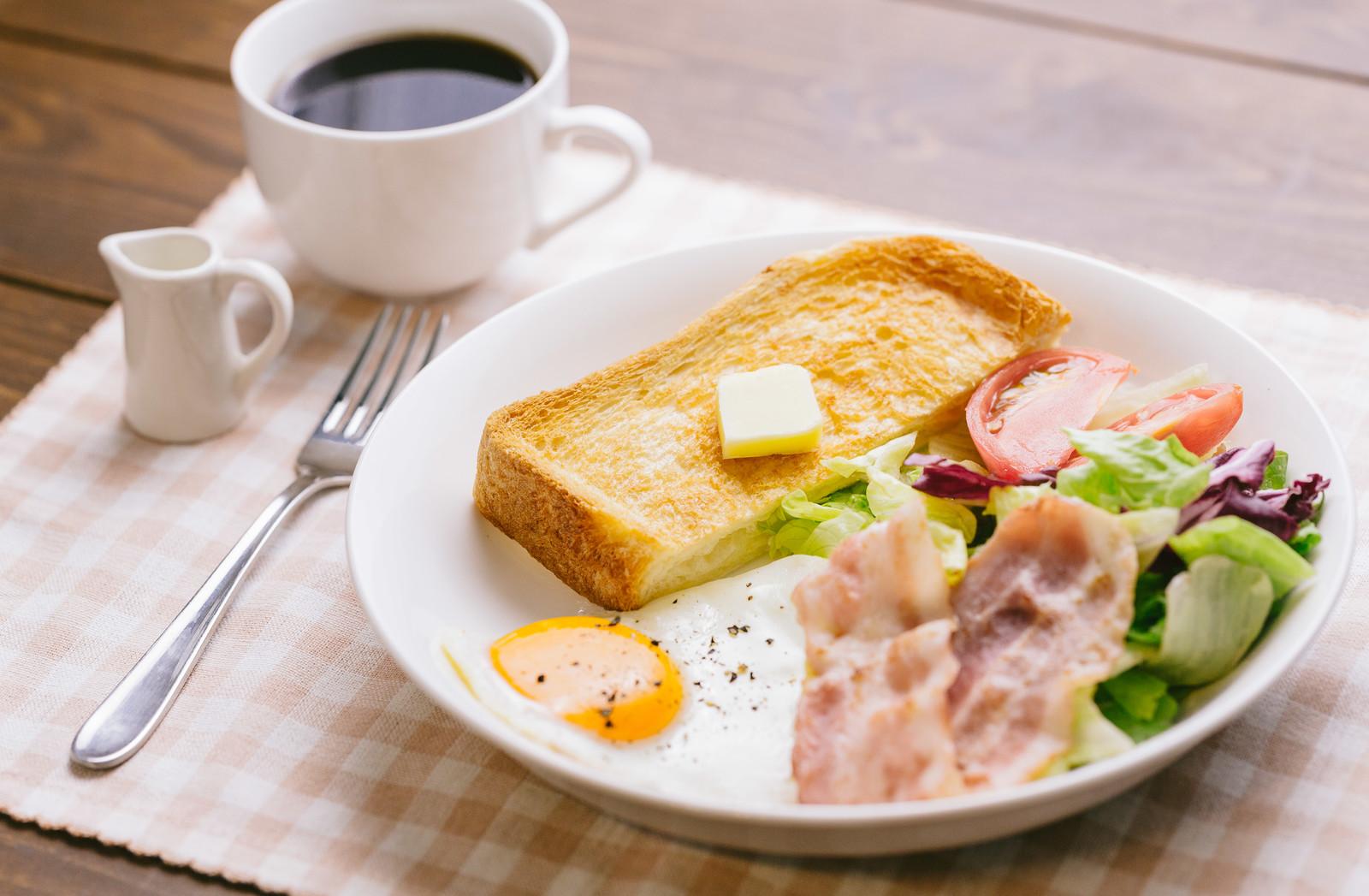 栄養バランスの良い朝食風景