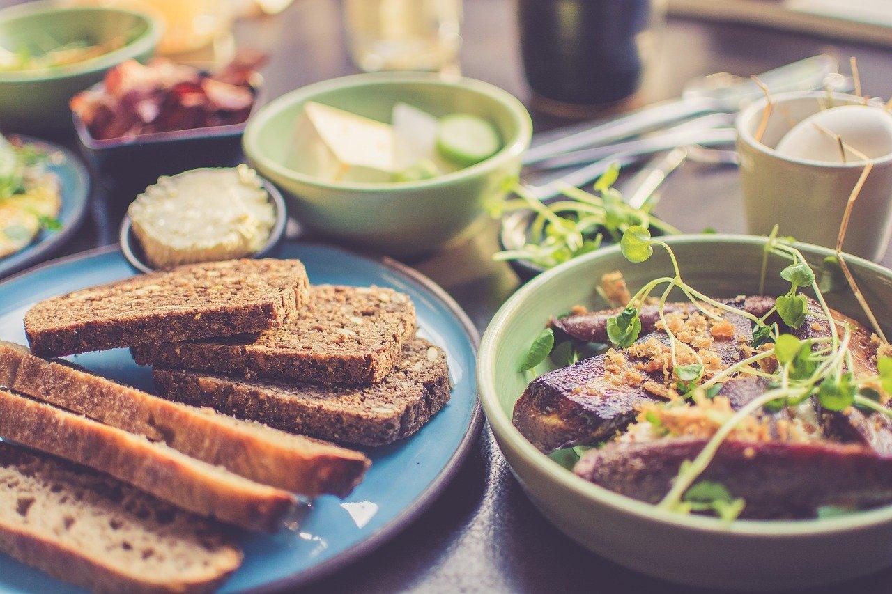 栄養バランスのとれた食事の画像