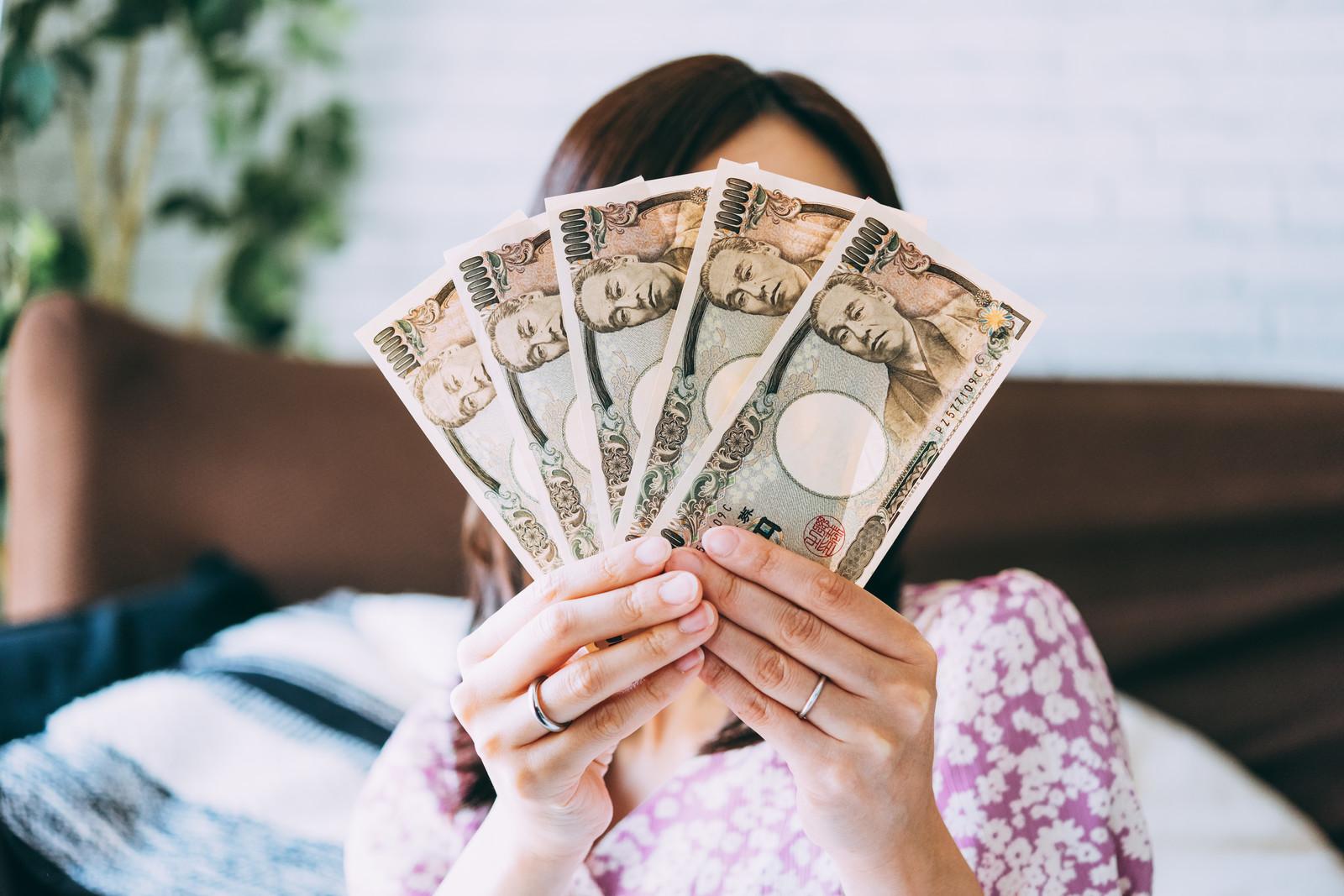 フィットラボの返金保証を受ける女性