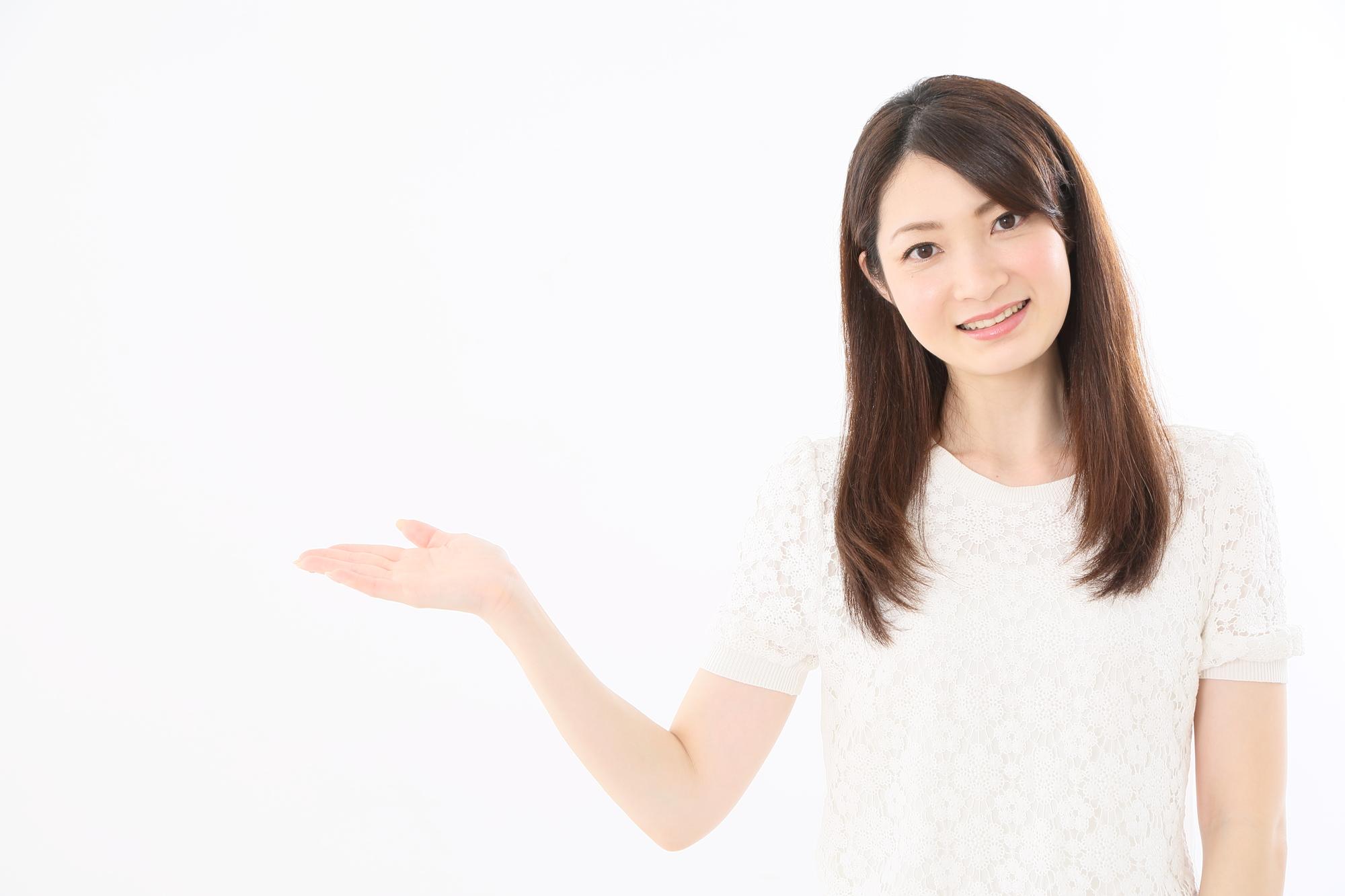 妊娠中にヨガをするメリットを紹介する女性