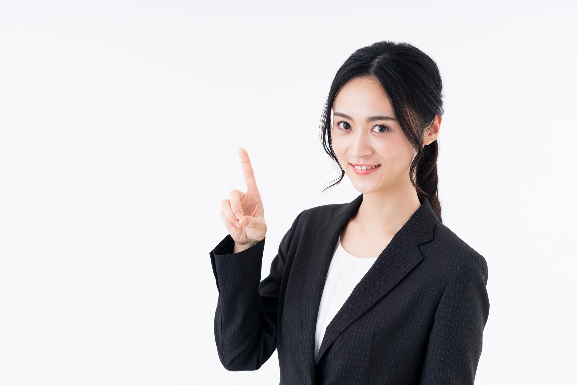 オンラインヨガOlulu(オルル)の無料体験を紹介する女性